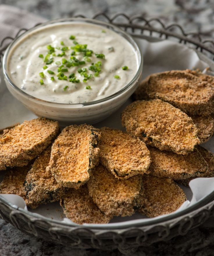 Raw Buffalo Zucchini Chips with Ranch Dipping Sauce @Rawmazing.com