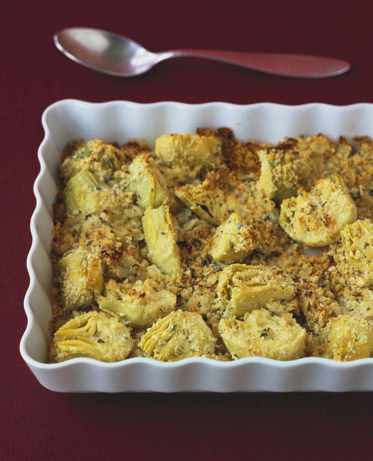 I carciofi gratinati al forno sono il contorno ideale per accompagnare secondi piatti dal sapore robusto: ecco come portarli in tavola esaltati al meglio.