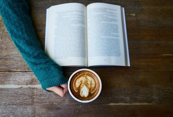Librerías cafeterías en Madrid que tienes que conocer.    #madrid #libros #cafe #encanto #parejas