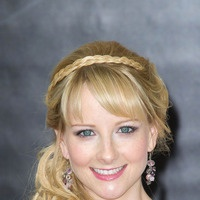 39 Best Images About Melissa Rauch On Pinterest Bangs Sofia Vergara And Red Carpets