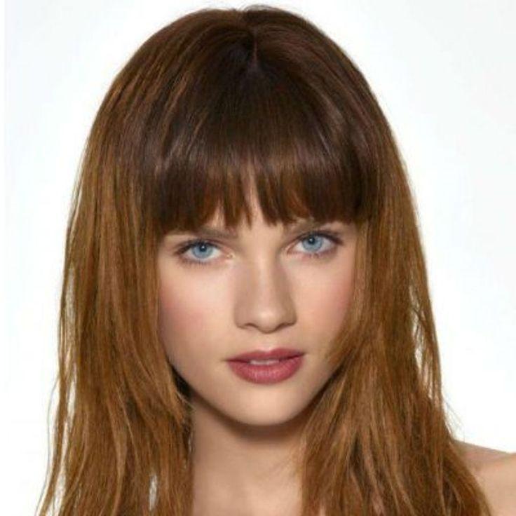 Frange droite : la frange droite avec des cheveux mi-longs | Frange droite, Cheveux mi long et ...