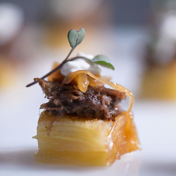 Fall Flavors- layered potato dauphinoise braised beef short ribs caramelized onions horseradish creme  by @averyhouse  #boutiquebites #canape #fall #food52 #minifood  #feedfeed #eeeeeats by boutiquebites