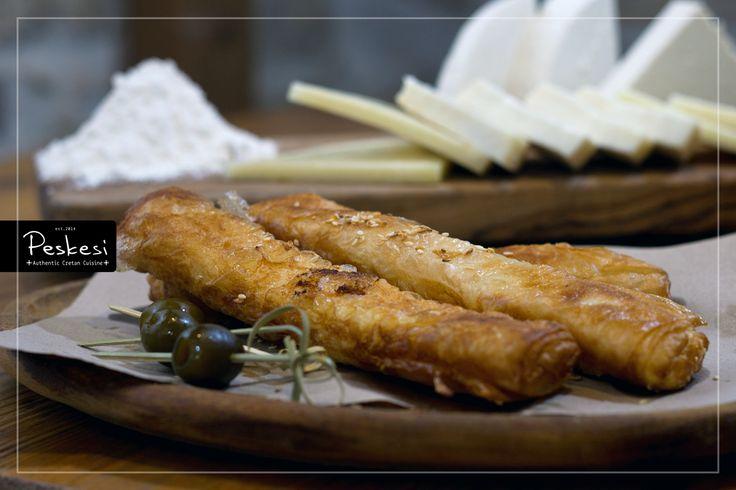 Από την ανατολική μέχρι και τη δυτική Κρήτη, η τυροκομία αποτελούσε ανέκαθεν μία από τις κυριότερες δραστηριότητες των κατοίκων των ορεινών περιοχών. Τα παραδοσιακά τυροκομικά προϊόντα, όπως η γραβιέρα, η μυζήθρα, το γιαούρτι κ.α., αποτελούν από τα βασικά συστατικά της Κρητικής διατροφής. Στο Peskesi, σας προσφέρουμε μία διαφορετική πρόταση για να γευτούμε την εκλεκτή γεύση των Κρητικών τυριών: Μπουρεκάκια Κρητικών τυριών, από κεφαλοτύρι, μυζήθρα και γραβιέρα!