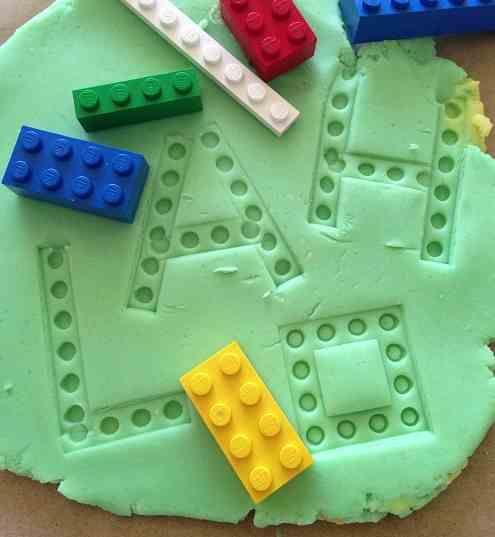 aprendiendo las letras con plastilina!