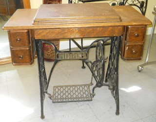 Vintage Singer Sewing Table   Found One Just Like This At A Flea Market And  Thinking