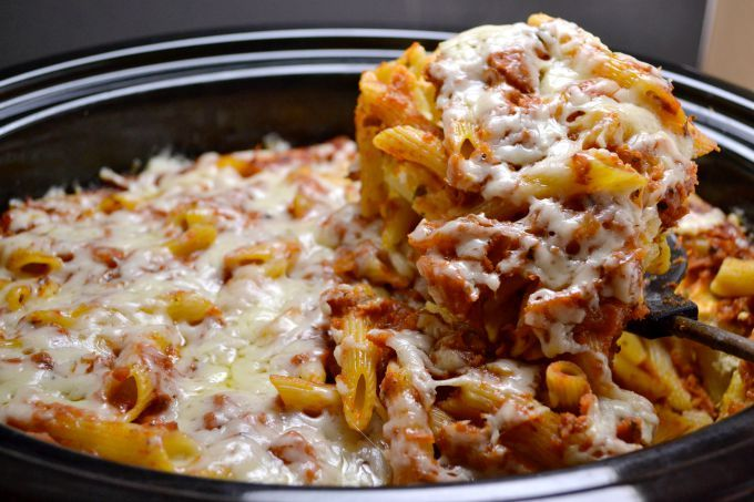 Easy Crockpot Baked Ziti - Perfect for a quick and delicious dinner, only 7 ingredients and you don't even cook the noodles first!