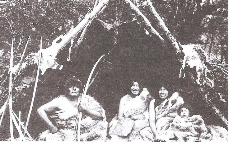 The Selk'nam: The natives of the island. They were hunters. This people used bows and arrows for their main prey, the guanaco.
