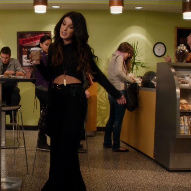 Annie wilson's style in 90210