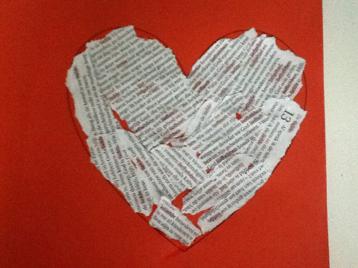 Bijbelteksten in een hart geplakt. Het woordje liefde in de teksten is rood gekleurd.  In de bijbel lees je over Gods liefde
