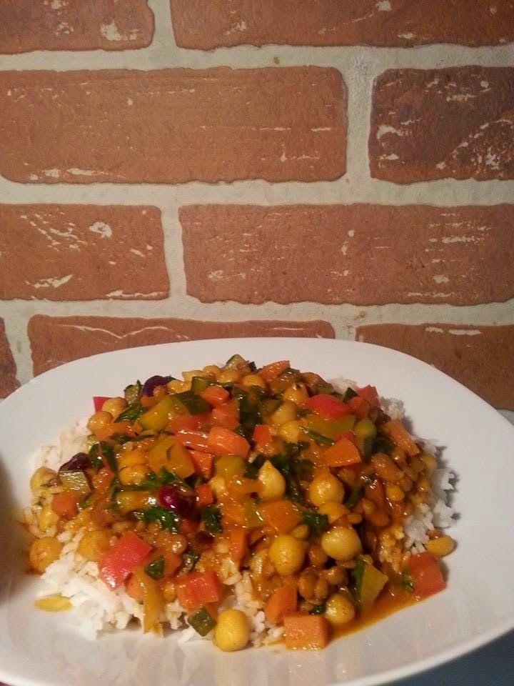 Cette recette ressemble beaucoup à celle de couscous que j'ai fait il y a 2 semaines mais avec quelques ajouts et servit sur du riz basmati ...
