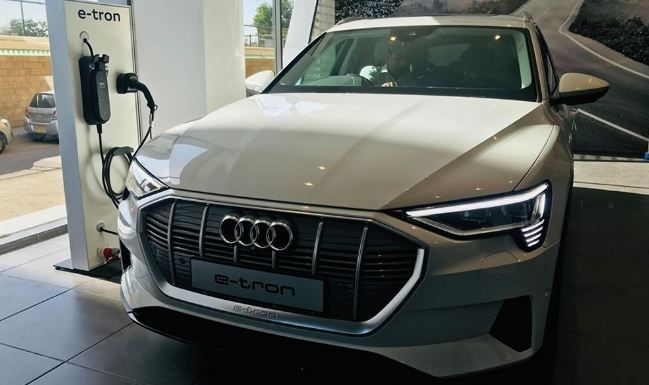 Audi Released Its First Electric Suv In Pakistan Audi E Tron Quattro Now Launched In Pakistan Audi E Tron Quattro Is Must Buy Car For Numb In 2020 Audi Suv Car Buying