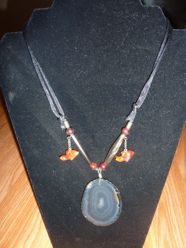 A    one only A GATE SLICE NECKLACE WITH FISH (carnelian)