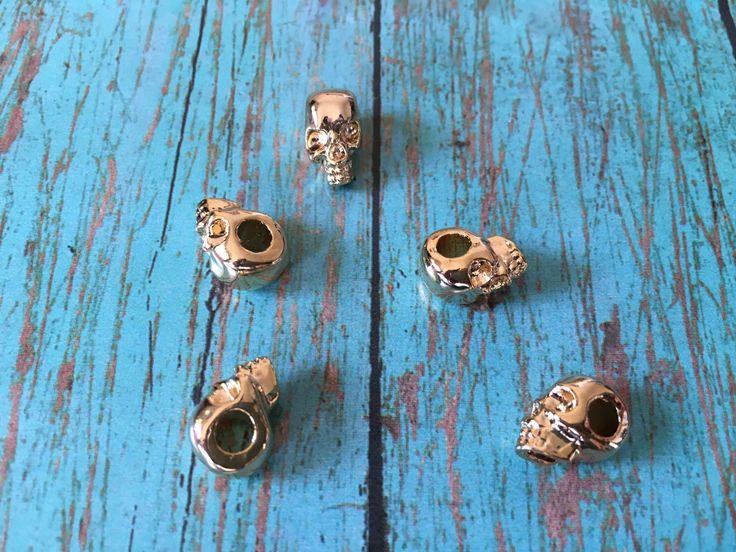 SEP170G- Separador de cráneo en chapa de oro medida 1.8 cm peso de cada pieza 3.0 precio Mayoreo $8.5 el gramo precio Menudeo $ 11.00 .