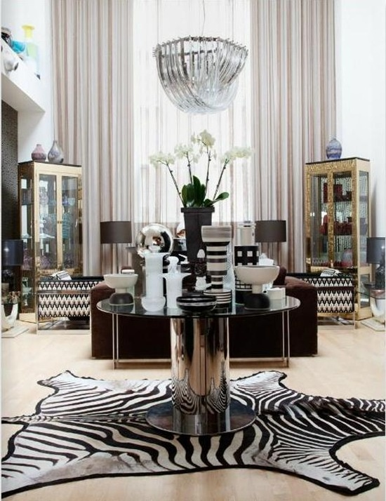 Beautiful white and black devote, zebra rug is amazing!