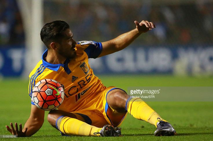 Manuel Viniegra of Tigres reacts during the semifinal first leg match between Queretaro and Tigres UANL as part of the CONCACAF Champions League 2016 at La Corregidora Stadium on March 15, 2016 in Queretaro, Mexico.