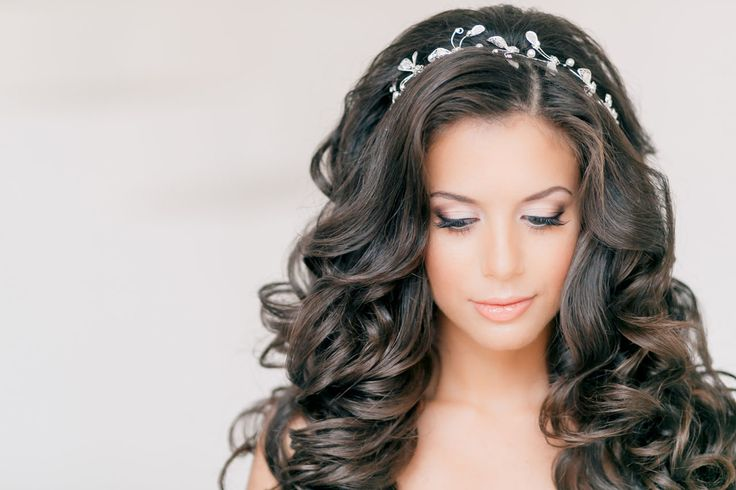 Gallery wedding hairstyles curls ideas for Brides: down curls, soft curls, boho hair, hollywood waves, wedding loose curls. wedding hairstyles for curly hair