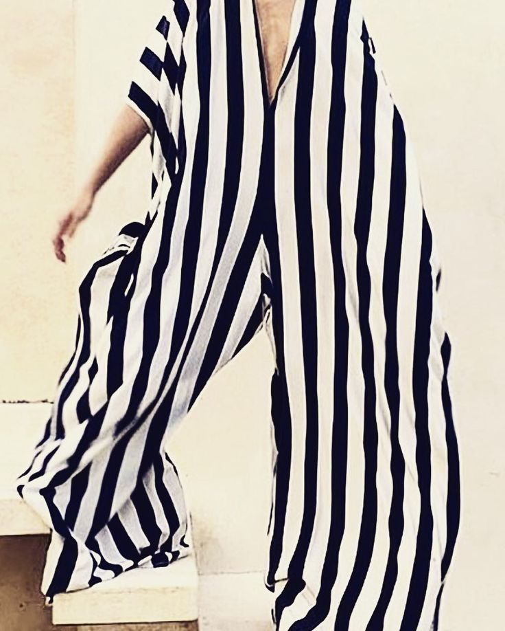 Daily inspiration for my work as a designer for A'JOURENEY a small new brand. @ajourney_london #london #stripesforever #andever #blackandwhite #palmtrees #beautyandfunction #travelling #nomad #hotels #fashion #enjoyable #london #malenebirger