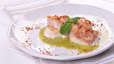Receta paso a paso de Corvina sobre crema de guisantes y jamón de Los 22 minutos de Julius, un plato elegante para comer a diario de cocina rápida.