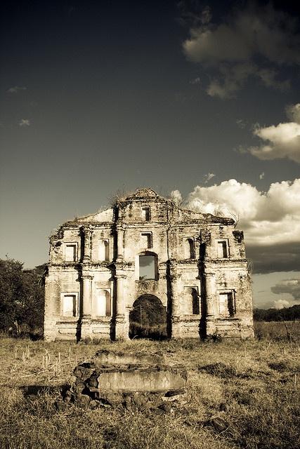 La Portada. Antigua iglesia de Ostua, El Salvador.