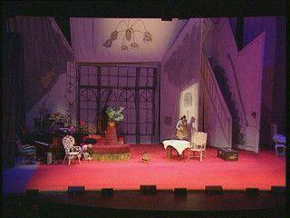 Musicals, toneelstukken, soaps... Ze spelen zich allemaal af in een decor. Wie bedenkt zo'n decor eigenlijk? En hoe wordt het gemaakt?