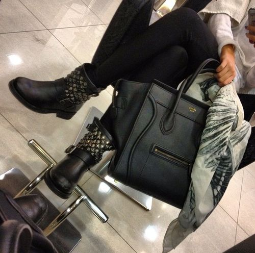 Ash's 'Titanic' Biker Boots. Omg & That Purse! All About The Black Leather!