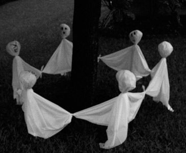 ghostly outdoor halloween decoration ideas for trees ring a ring of spookies decorating the large spaces outside your home for halloween require larger