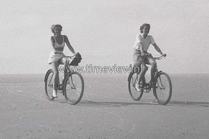 C026. Beachcycling 1948