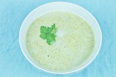 Leckere low-carb Brokkolisuppe im Thermomix. Rezept für die Suppe mit wenig Kohlenhydraten für den TM5 & TM31. Wir zeigen im euch im Video die Zubereitung.