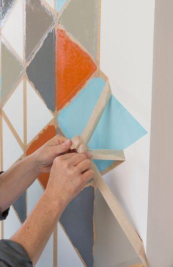 une fresque murale aux formes geometriques redonnera du cachet a vos murs et rehaussera le ton