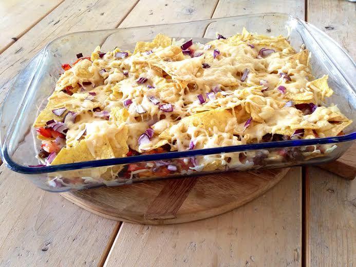 Ik heb lang getwijfeld of ik het recept van de nacho ovenschotel online ging zetten. Het is namelijk niet het meest gezonde recept dat ik heb gemaakt. Wel is het zonder pakjes en zakjes. Zonder gekke e-nummers en zonder suiker. Bovendien bevat het groenten en als je er een salade bij maakt haal je makkelijk …