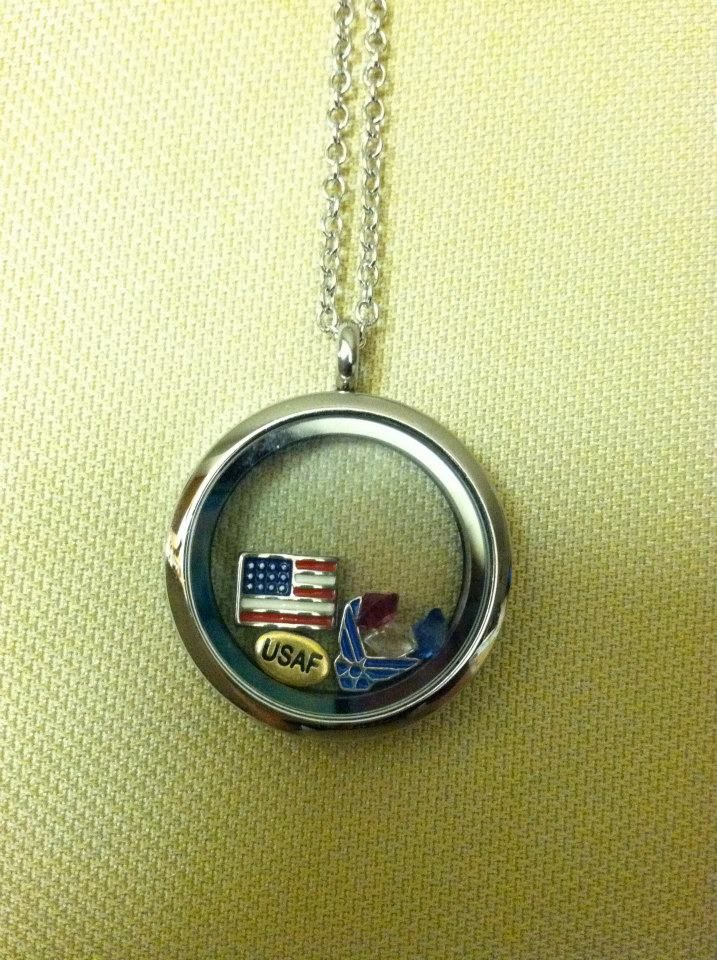 US Air Force locket. LOVE THIS! I want one! Would love to have one of these for my son Eric.....