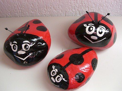 How-to-DIY-Decorative-Pebble-Ladybugs-10.jpg