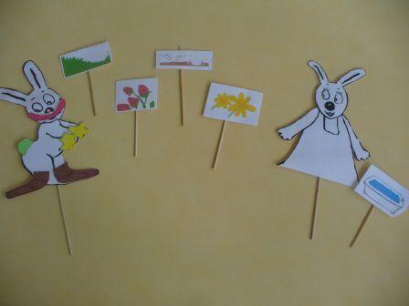 """Sur l'album """"De toutes les couleurs"""" Marionnettes pour faire raconter l'histoire aux élèves."""