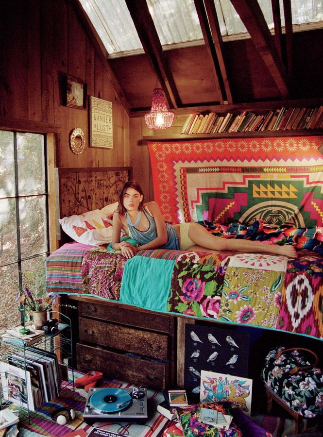 I ♥ this bed for the girls room.  Love the rustic drawers under the bed.