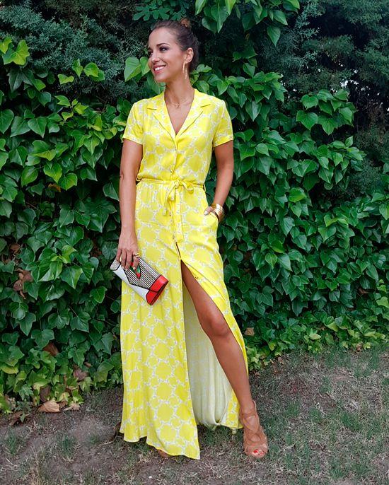 Bien de color!!! Que no se diga!!! Un amarillo de lo más favorecedor en un vestido largo camisero de DOLORES PROMESAS que llevo con unas sandalias de FETICHE SUANCES, un clutch de YLIANA YEPEZ también cargado de color, collar de MASAMI, pulseras de AGATHA, anillo grande de MARAMZ y anillo pequeño de MARKET PLACE. Feliz […]
