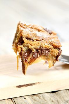 Delicious recipe for Gooey Salted Caramel Chocolate Chip Cookie Bars- a rich…