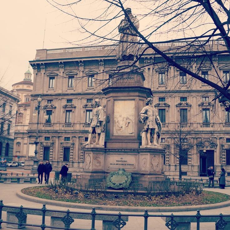 Leonardo da vinci statue, Milan