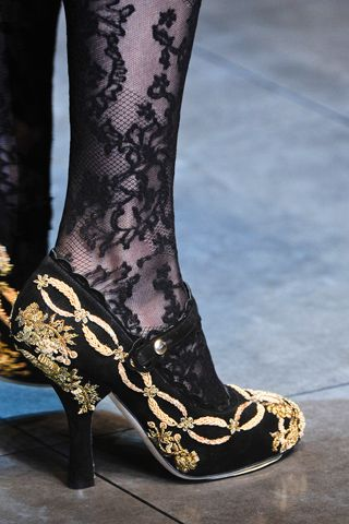 Gorgeous! Dolce & Gabbana Fall 2012 - drawing the eyes to the legs and feet ....