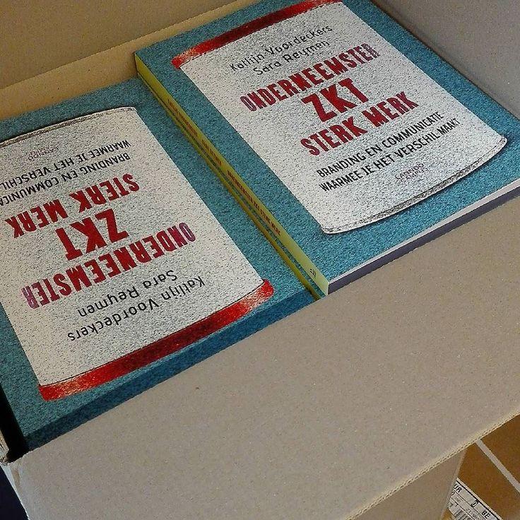 Exact 2 jaar na de publicatie van Onderneemster zkt sterk merk (Lannoo Campus) komt er een nieuwe lading boeken aan. Ondertussen is ons boek zelfs verplichte literatuur op enkele hogescholen en universiteiten. Meer info? http://ift.tt/2fysPVp