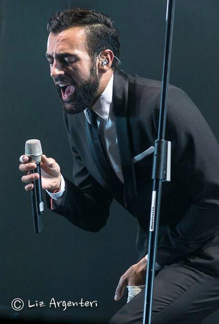 L'Essenziale Tour fa sempre centro: Marco Mengoni incanta il Gran Teatro di Roma (FOTO)