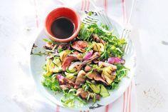 Met malse biefstuk maak je de lekkerste salade. Met een eenvoudige dressing en knapperige courgette - Recept - Allerhande