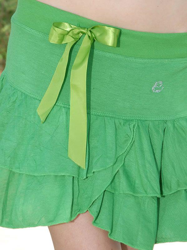 Νεανική φούστα μίνι ελαστική με κλος. Περιλαμβάνει λεπτομέρειες με στρας και φιόγκο στην μέση. Διάθεση σε πράσινο, άσπρο και μαύρο χρώμα.