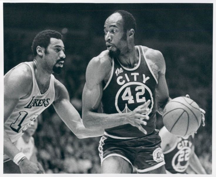 Nate Thurmond (Warriors) & Wilt Chamberlain (Los Angeles Lakers).
