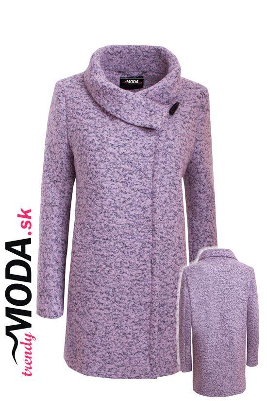 Dámsky zimný kabát z kvalitného vlneného materiálu, v striedmej siluete a módnej ružovej farbe.- trendymoda.sk