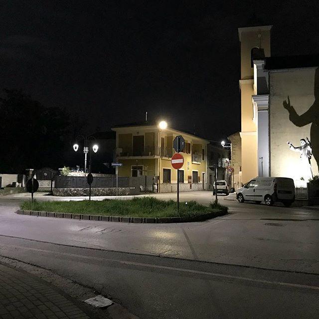 Ciao Caliano ciao Italia! Schön waren die Osterferien und so schnell sind sie jetzt vorbei. Wir sehen uns im Sommer wieder!  . . . . . #heimfahrt #nacht #montoro #salerno #avellino #napoli #pasqua #italia #campania #fisciano #italy #fotografia #streetstyle #streetshot #streetview #ferien #fertigferien #streetphotography #caliano #church #finitovacanza