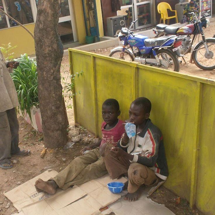 CAMEROUN :: Yaoundé : Les mendiants résistent à Tsila  :: CAMEROON