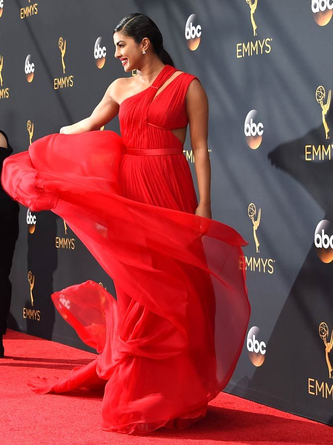 Priyanka Chopra at the #EmmyAwards. #Bollywood #Emmys2016 #Fashion #Style #Beauty #Hot #Sexy