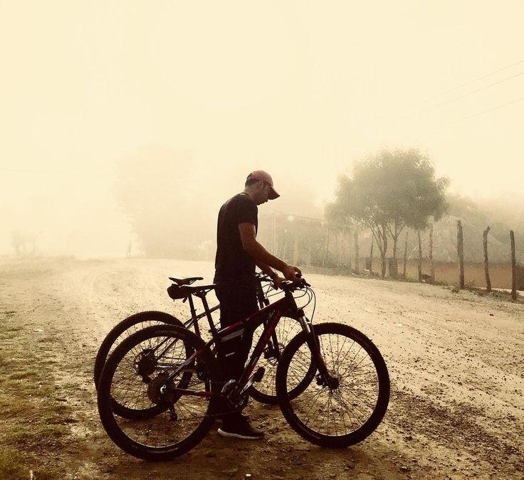 #hazunniñofeliz  Así comenzó nuestro día 23-12-2017 muchos niños felices gracias a todos los que se unieron a esta noble causa ver esas caritas de felicidad no tiene precio #travesiamtb #colombia #mtbsincelejo #mtb #mtbcartagena #mtbbarranquilla #mtbsampues #mtbmonteria #mtbbogota #mtbmedellin #amoralpedal #pedale #pedaleando #bicicleta #mtbbrasil #mtbpanama #mtbmexico #mtbcolombia #mtbvenezuela #mtbargentina #bikemontaña #ciclopaseo #bikestyle #bikemontaña #bike #ciclismo #ciclomontañismo…