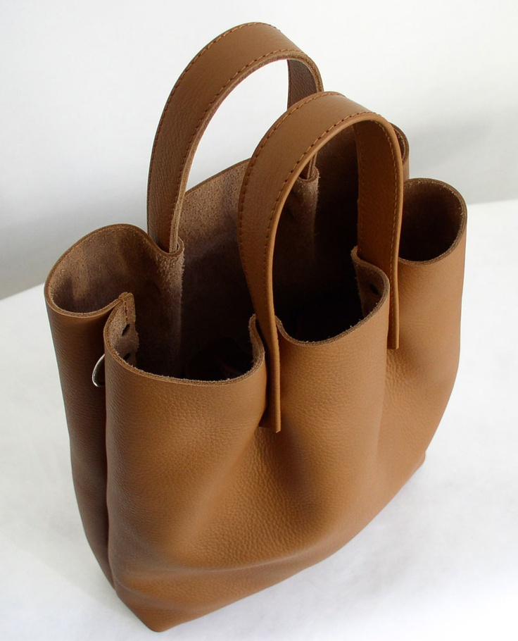 rivet tote bag...The tote bag comes with a shoulder strap. It can be attached to the ring that goes through the side seam. dimensions: 30 x 37 x 8 cm