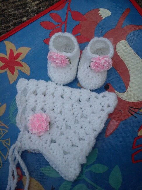 Crochet hat and bootie